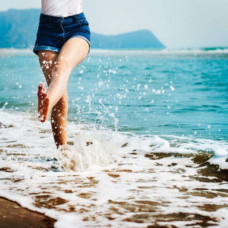 rimedi per gambe pesanti in estate